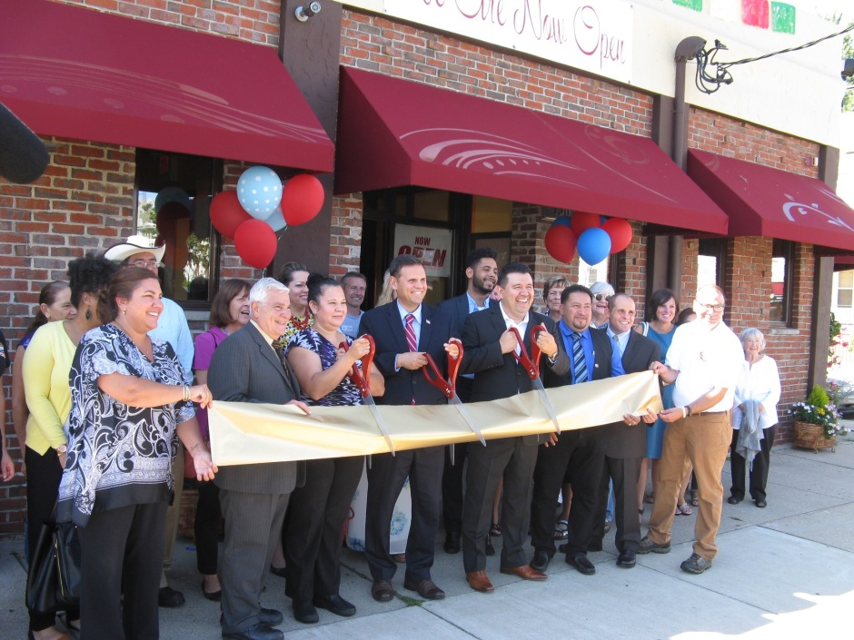 Mayor Gary Christenson and Owner Elias Interiano at ribbon cutting ceremony