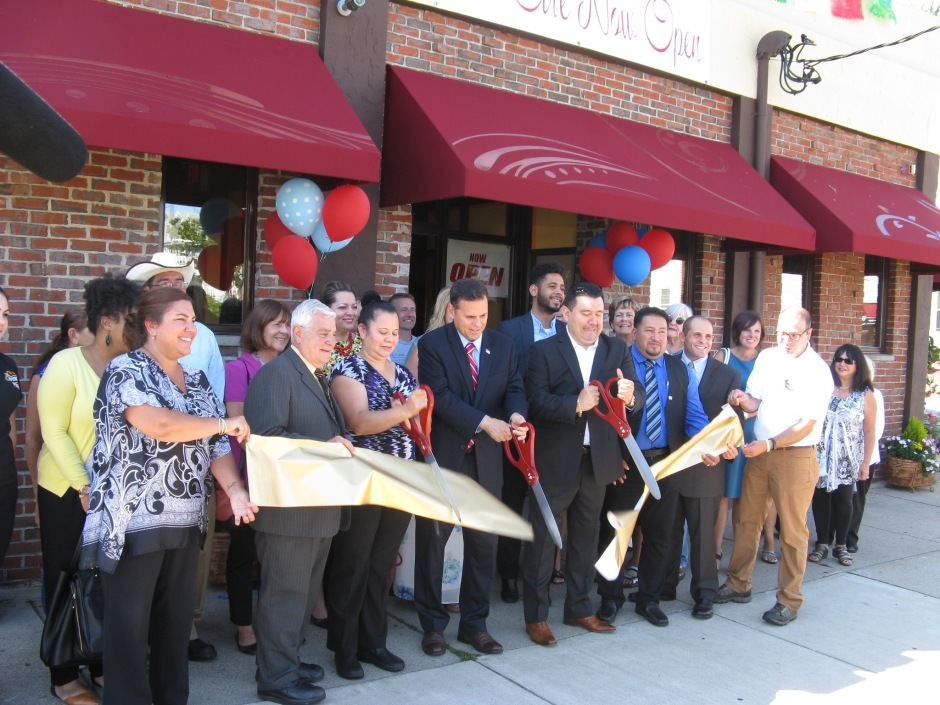 Mayor Gary Christenson and Elias Interiano, Owner at Ribbon cutting ceremony