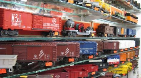 IMG_Nekita/Ro/Cars on shelf